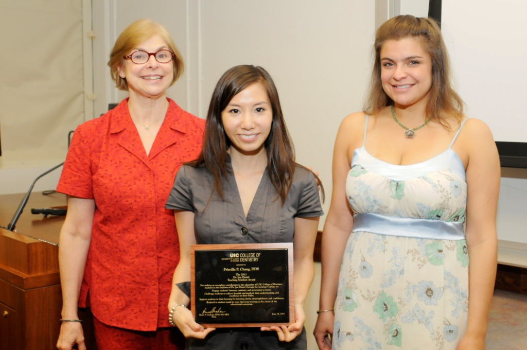 Dr. Chang Receives Daniel Award at UIC